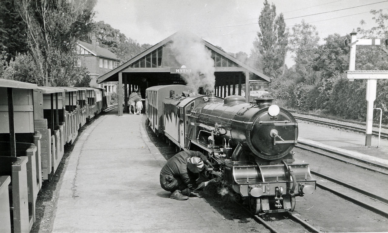 """Hythe station, 1962. The locomotive is """"Green Goddess"""". (picture by Ben Brooksbank courtesy geograph.org.uk)."""