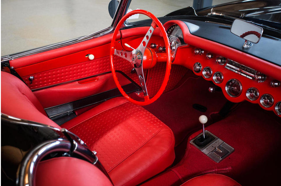 The cockpit of the 1956 Chevrolet Corvette. A real sports car interior despite the tachometer not being in the driver's direct line of sight; something the early sixties Bizzarini GT America also didn't do.