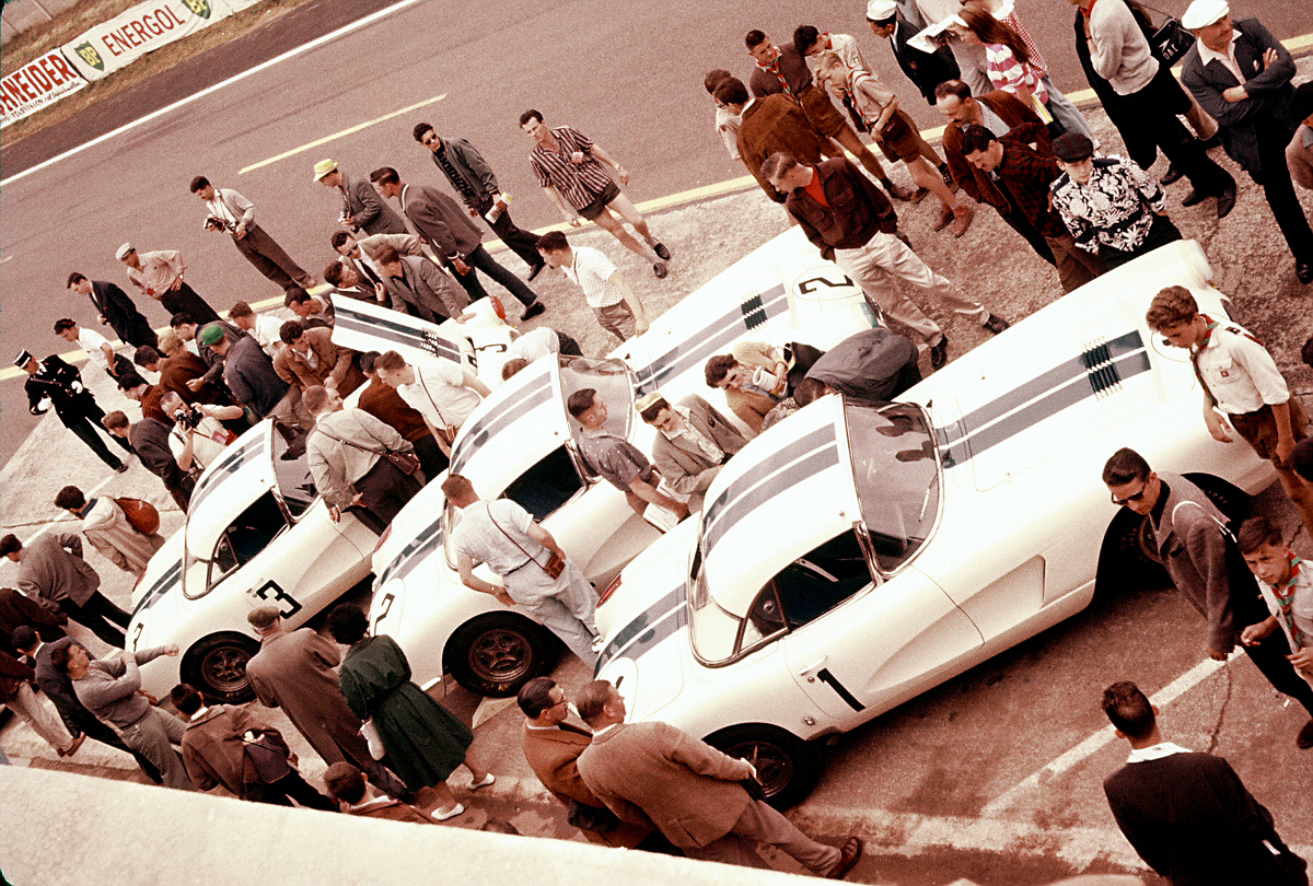 The Chevrolet Corvettes on the starting grid at Le Mans in 1960. (Picture courtesy of Lance Miller).