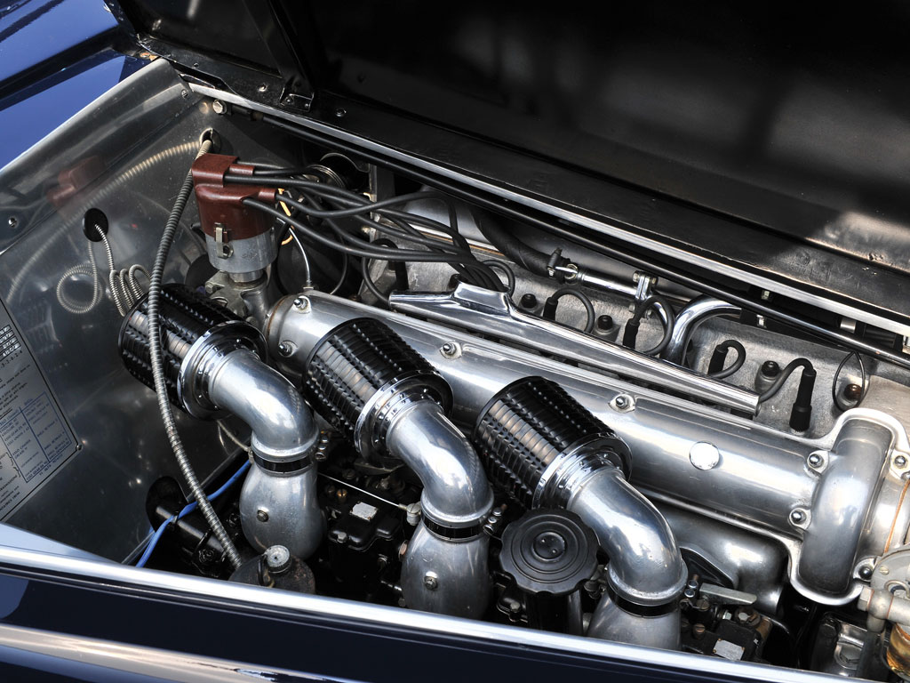 The engine of this 6C 2500 SS has triple Weber carburettors which enhance its liveliness considerably.