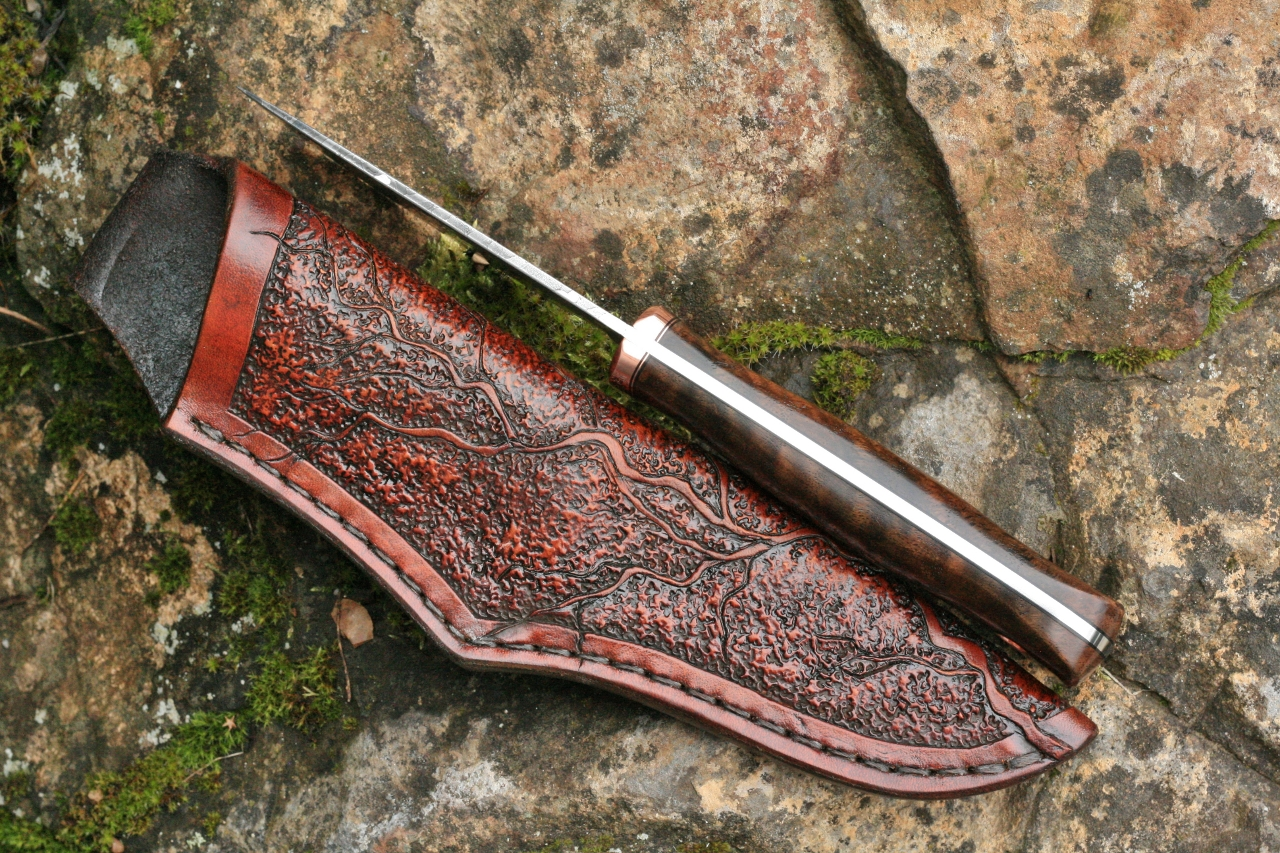 The flawless wood to metal fit apparent in this image gives testimony to the hand crafted quality of these knives.