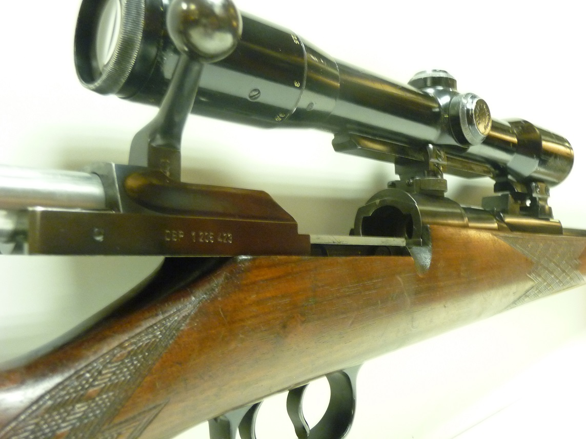 The two lug front locking bolt locks directly into the barrel assembly. (Picture courtesy of dorhoutmeeswinkel.nl)