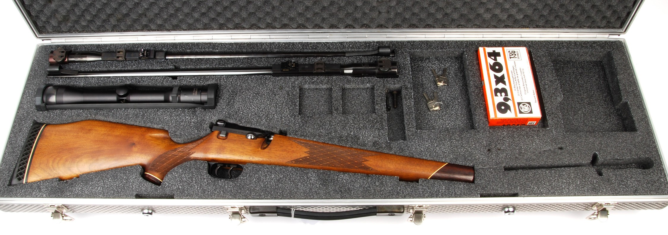 A Mauser 66 taken down with two barrels showing the components of the system. (Picture courtesy of waffenboerse.ch)