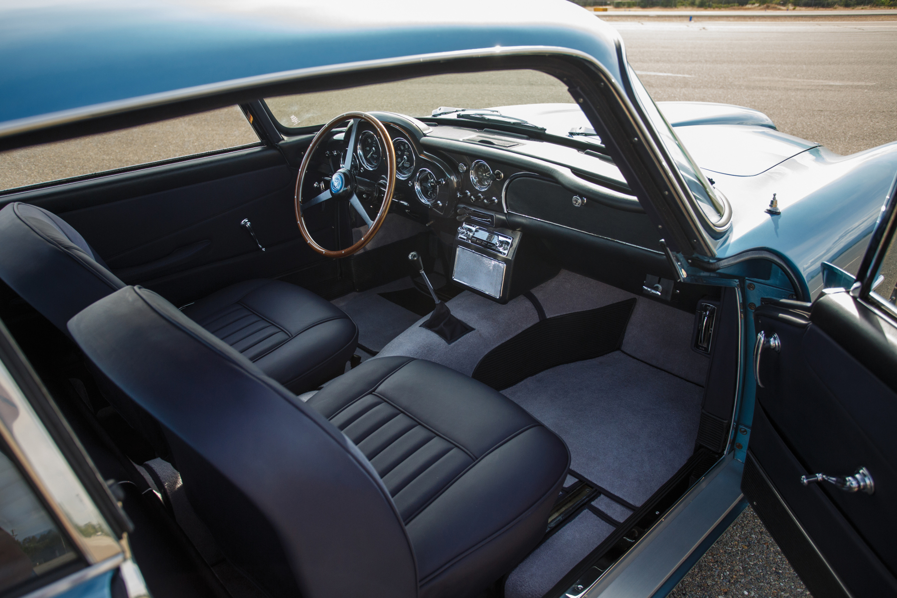 The interior of the DB4. Clean and uncluttered; the simplicity providing an impression of spaciousness.