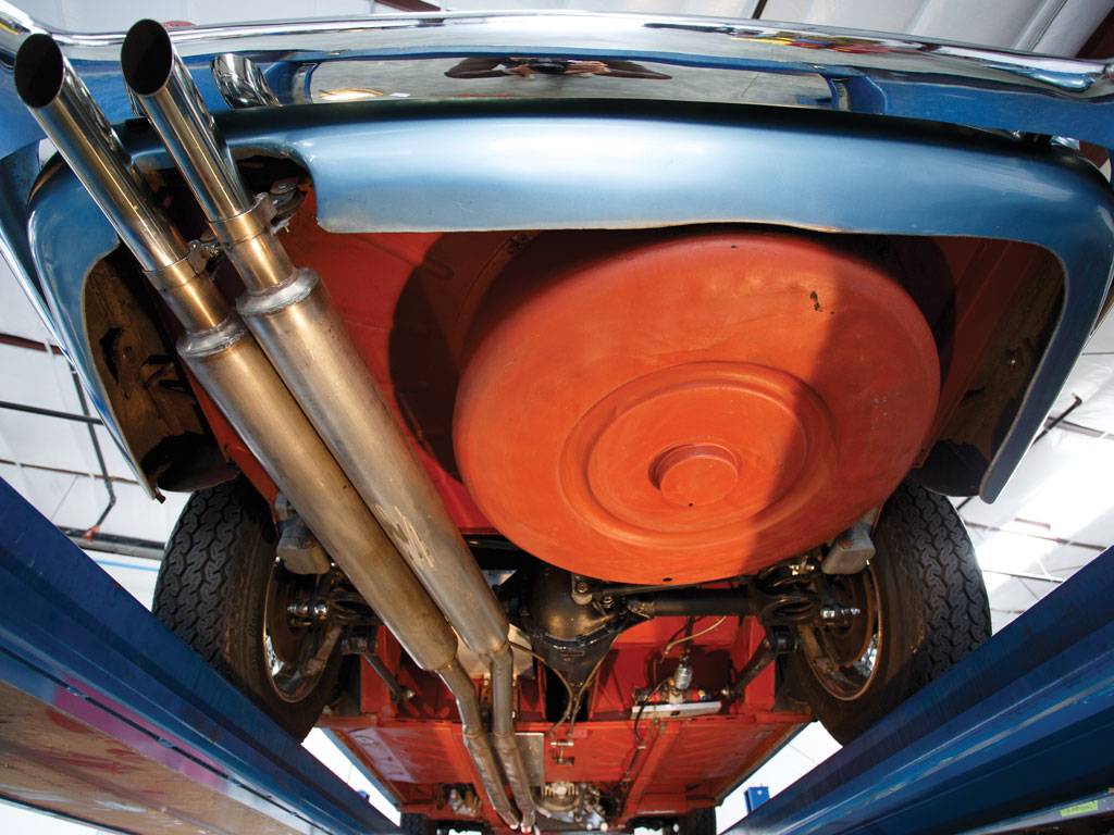 The rear suspension of the DB4 retained the tried and tested positively located live axle with coil springs as used on the DB3.