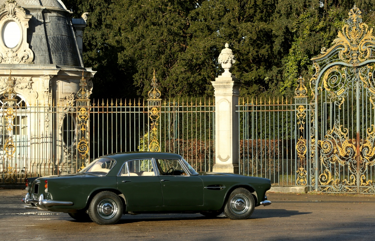 Lagonda were traditionally a luxury car brand in the same price category as Rolls Royce and Bentley. In fact in the thirties a Lagonda was likely to be slightly more expensive than a comparable Rolls Royce, and also rather more interesting. (Picture courtesy of classicdriver.com)