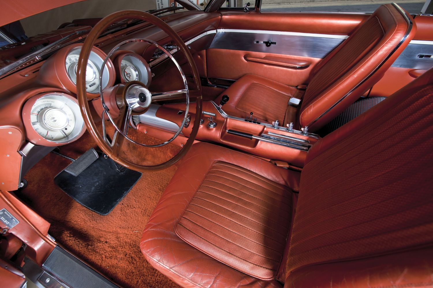 The interior of the Chrysler gas turbine was made to be familiar with typical American drivers of the sixties. (Picture courtesy Hemmings).