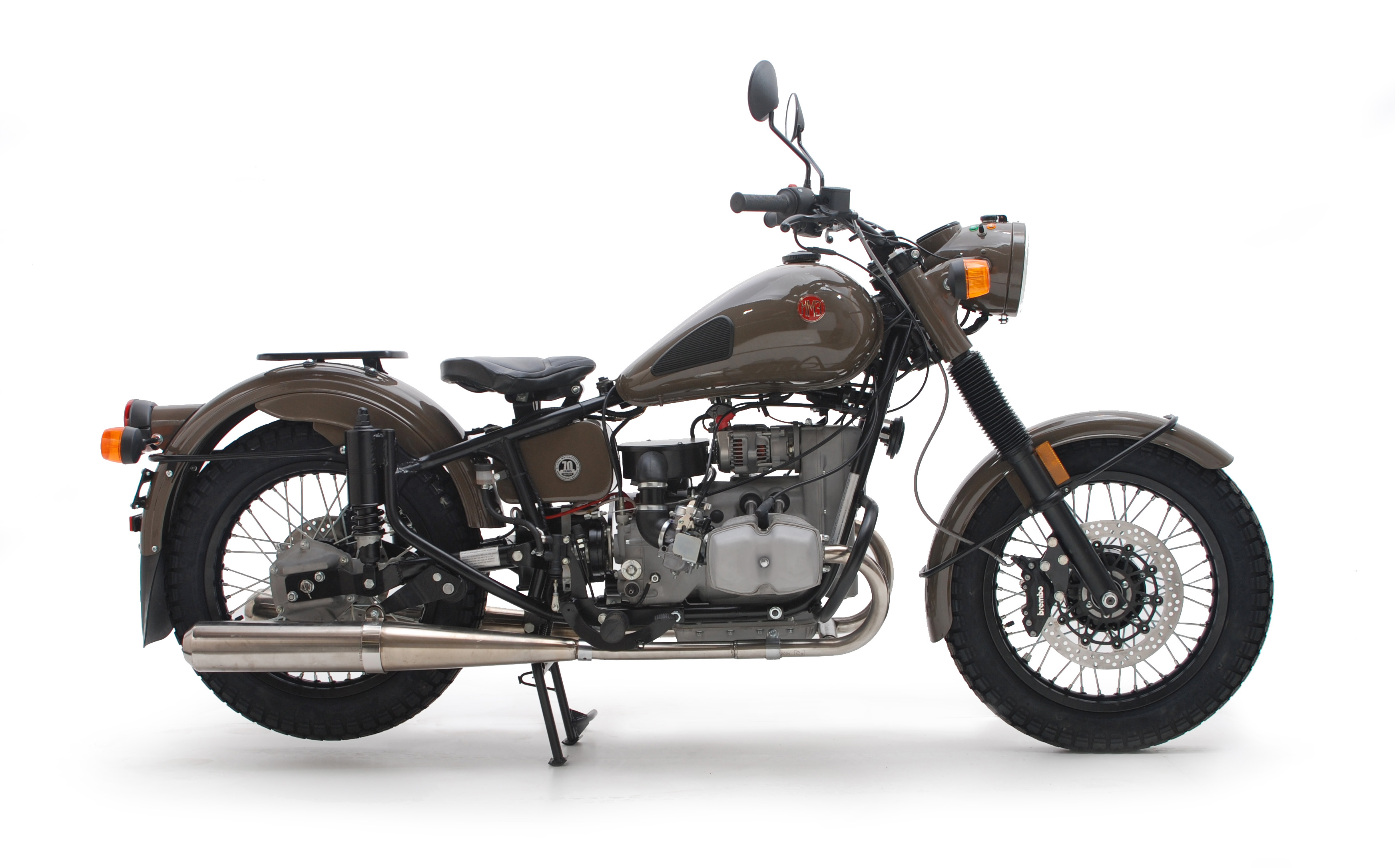The modern day successor of the BMW R-71, the IMZ Ural M70. (Picture courtesy silodrome.com)