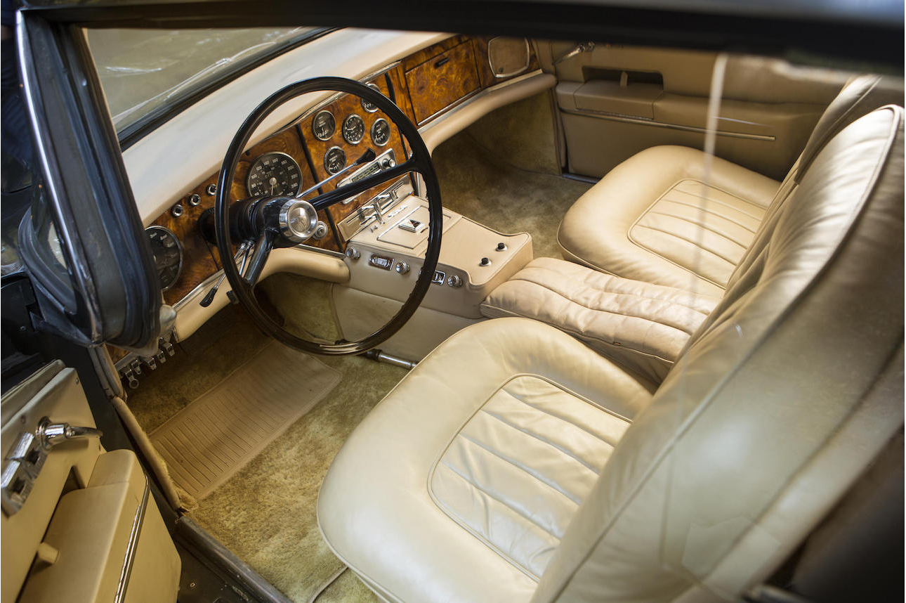This picture doesn't quite do justice to the dashboard of the Facel Vega HK 500, no picture could. To appreciate it you have to open the car door and soak up the view as you slip into the driver's seat.