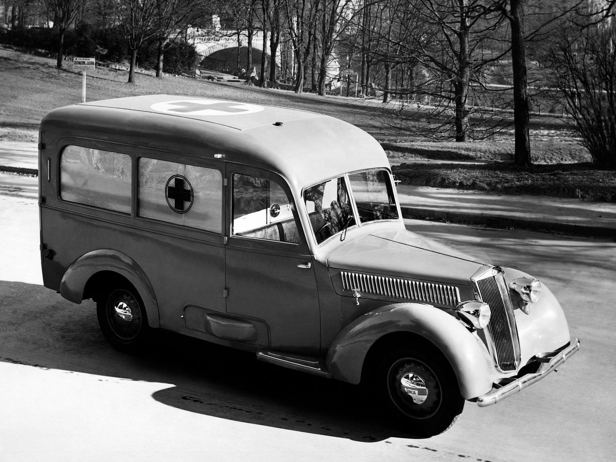 Lancia Artena Series IV ambulance.