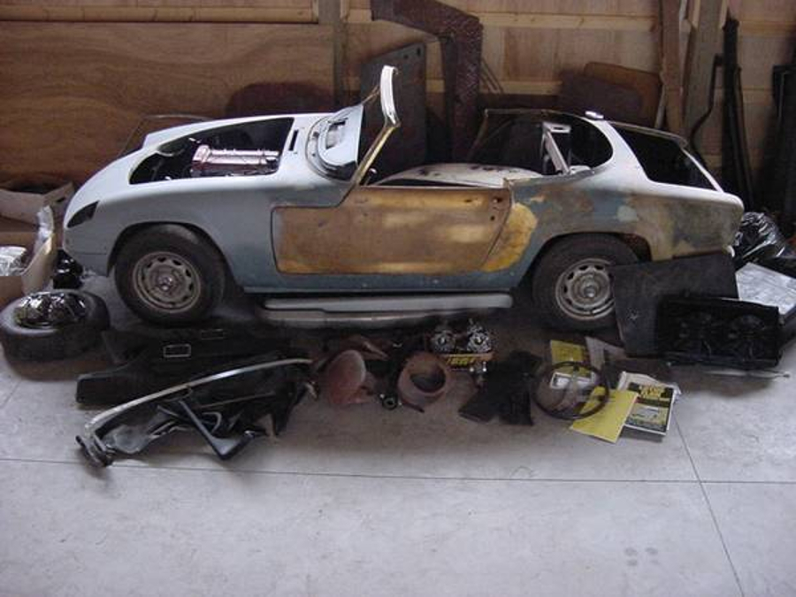 The Lotus Elan we are featuring comes with a quite complete set of parts. (Picture courtesy Craigslist)