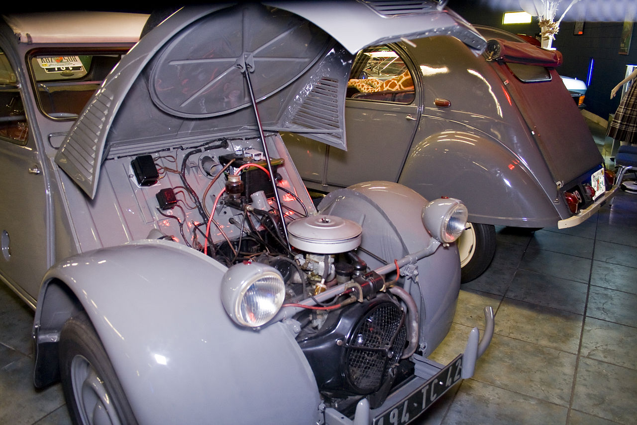 Citroën 2CV Sahara, engine in the front. (Picture courtesy Wikipedia).