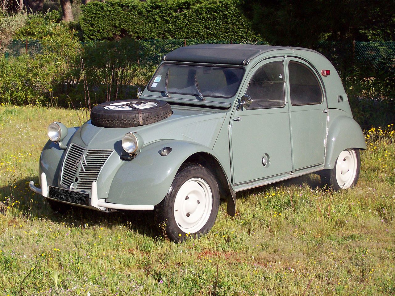 Citroën 2CV Sahara has a spare tyre mounted on the bonnet/hood Land Rover style. (Picture courtesy Wikipedia).