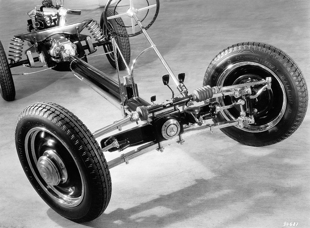 Chassis and suspension of the Mercedes-Benz 130 show the not entirely adequate positive location of the rear swing axles, and also show that the front depended on the leaf springs to locate the front wheels.