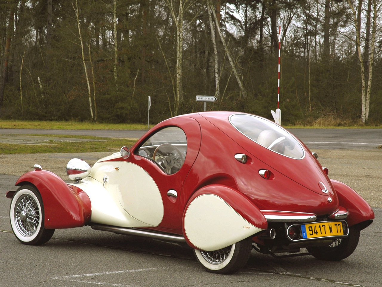 Roumen Antonov has successfully blended the art deco thirties style with twenty first century car technology. (PIcture courtesy autowp.ru.com)