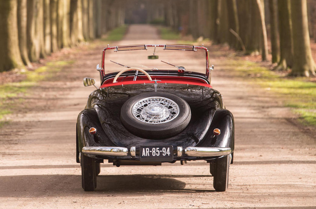 As we look at the rear of the 170V we see from the angle of the rear wheels that this car has an independent rear suspension. (Picture courtesy Bonhams).