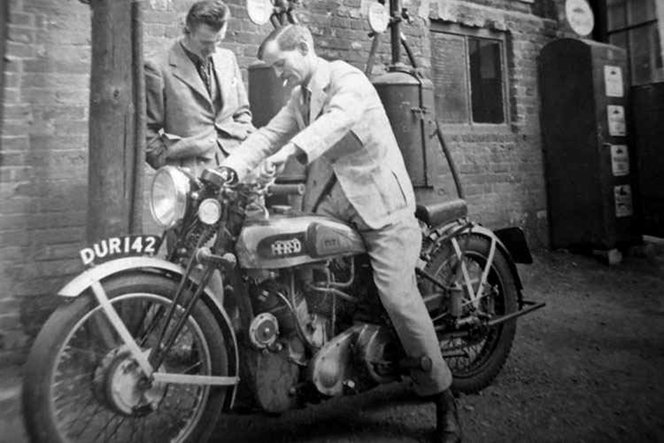 Phil Vincent sitting on an HRD Rapide, the gentleman leaning beside him appears to be Phil Irving. (Picture courtesy ensanian.com).