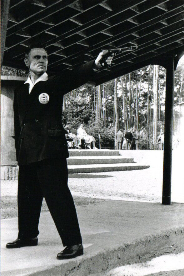 Károly Takács shooting his Margolin at the Poland-Hungary-Yugoslavia competition in Bydgoszcz, Poland in 1961. (PIcture courtesy Wikipedia).
