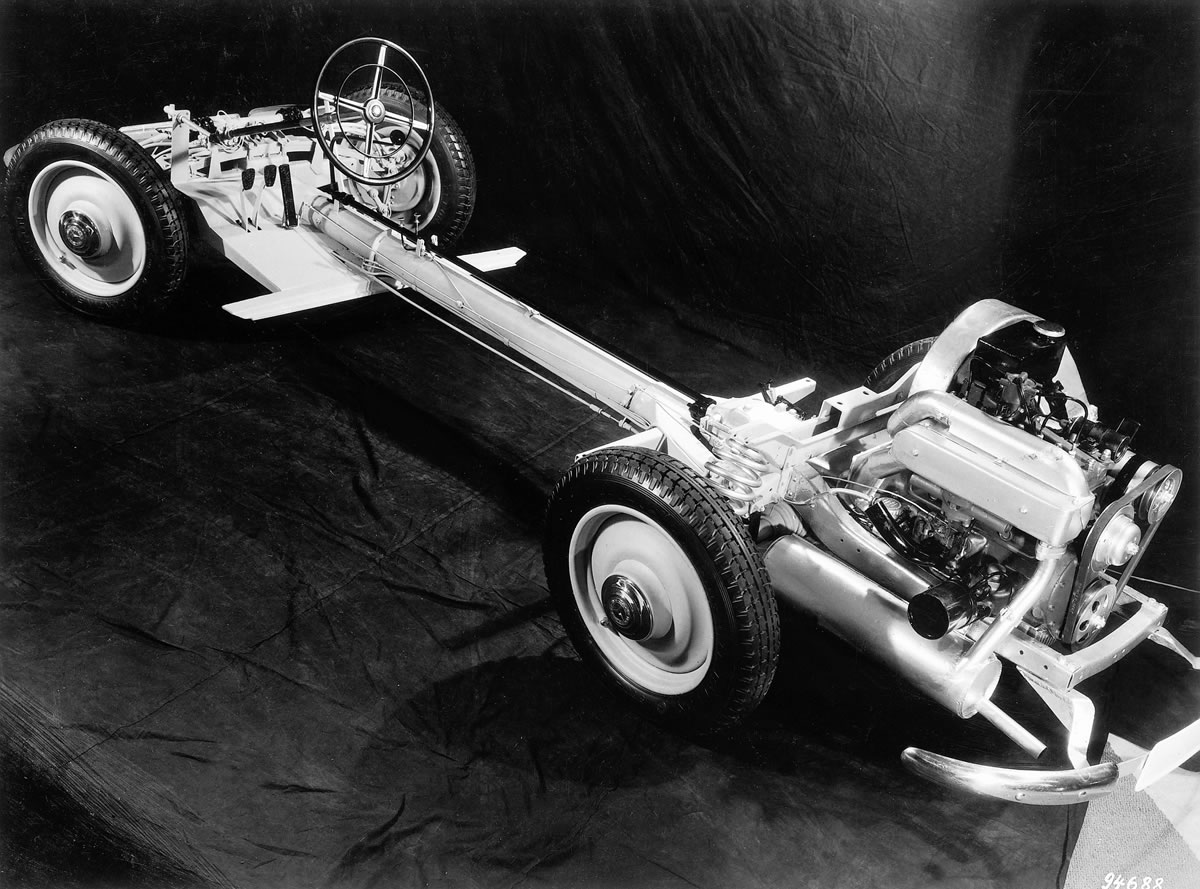 The Mercedes-Benz 170H chassis with its backbone chassis and fully independent suspension was the perfect candidate on which to construct the Schlörwagen concept car.