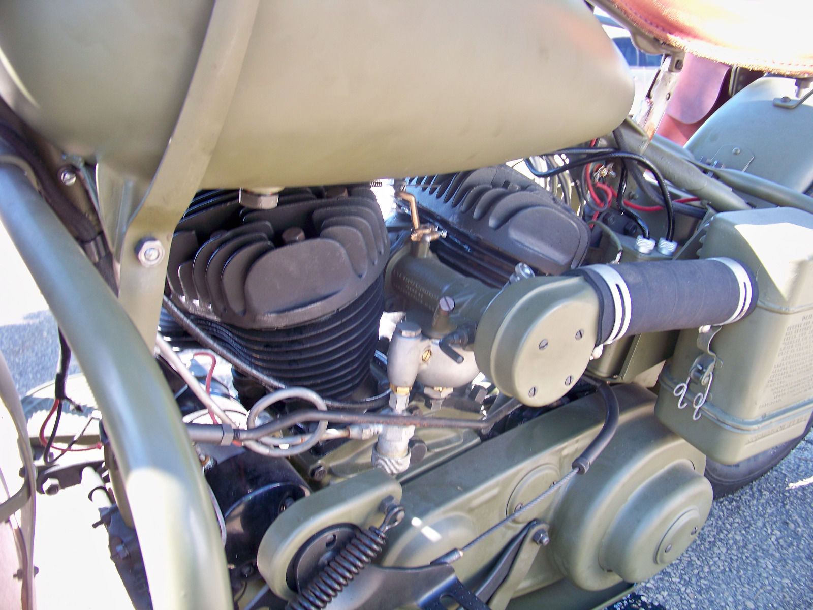 The WLA motorcycles used the new version of Harley Davidson's flathead engine of the thirties with high compression engines.
