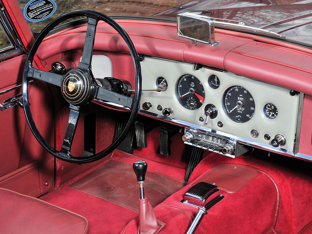 The interior of the XK 150 is very like the XK 120 and XK 140.