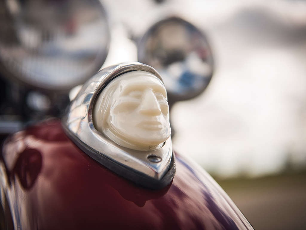 The three models of the 1947 Indian Chief had the Indian head mascot on the front mudguard.