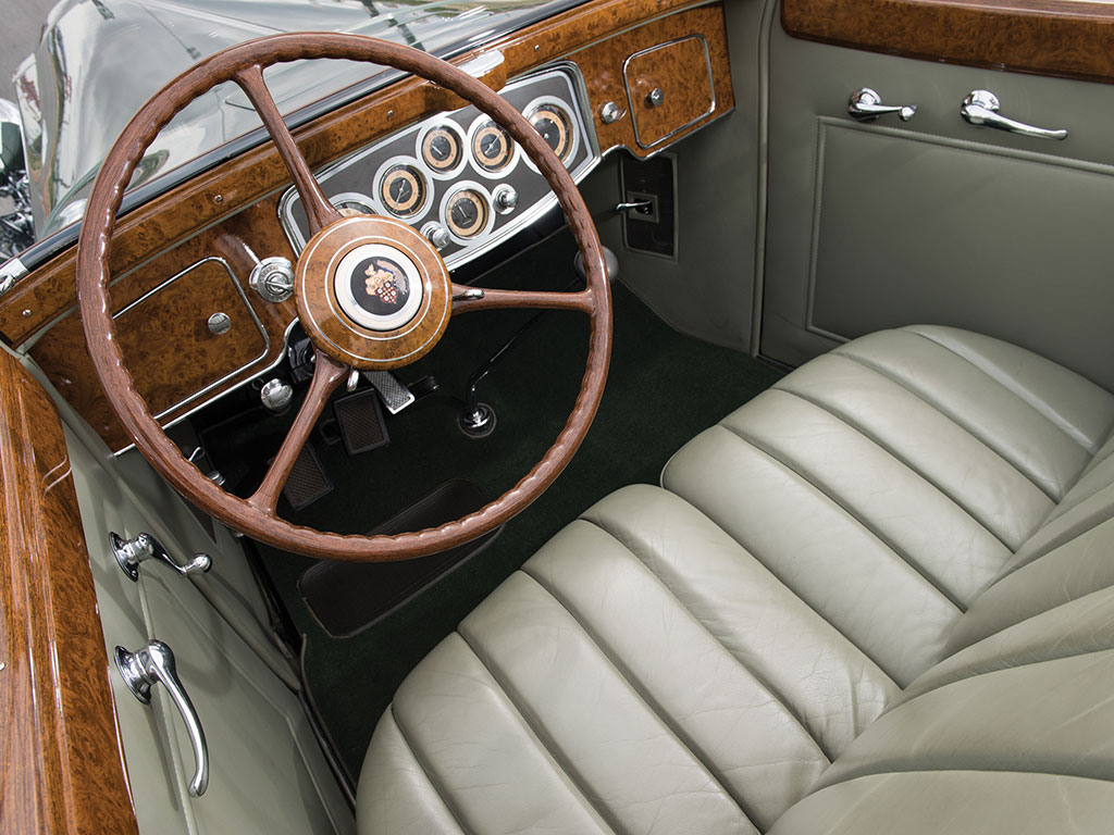 Both the engine and the interior design of the Packard Twelve were intended to evoke comparison with aircraft.