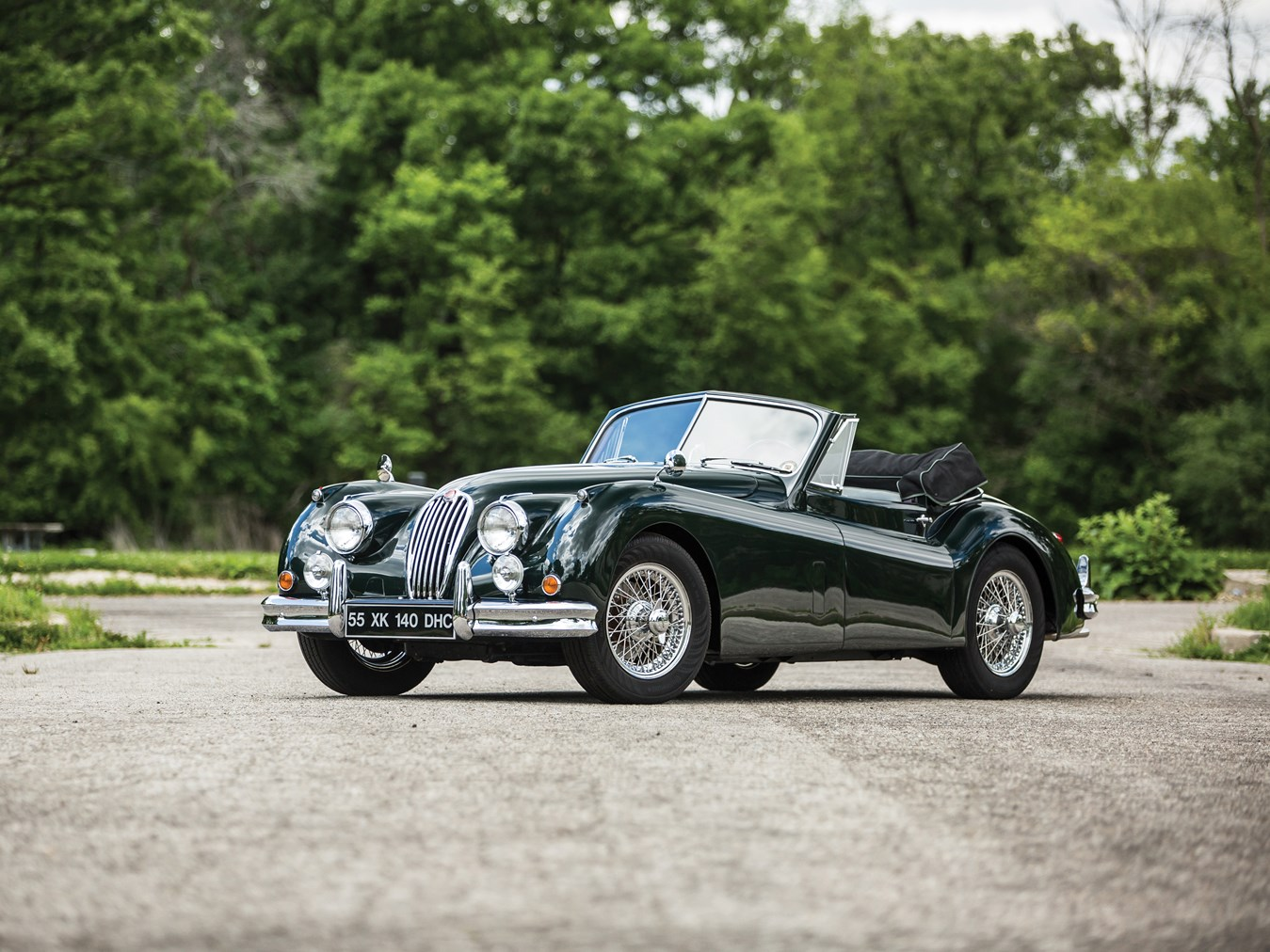 The Jaguar XK120 and the updated XK140 remain amongst the most beautiful cars of the forties and fifties.