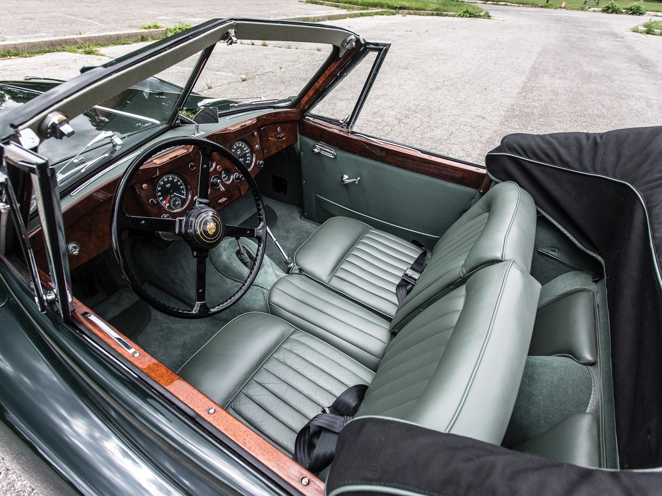 The Jaguar XK140 offered a significant upgrade in interior luxury by comparison with the XK120 it superceded.