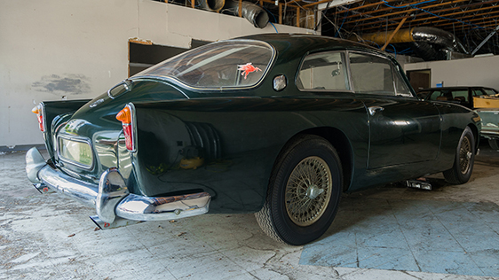 Underneath that Aston Martin DB4 like rear end is a fully independent rear suspension using semi-trailing arms.