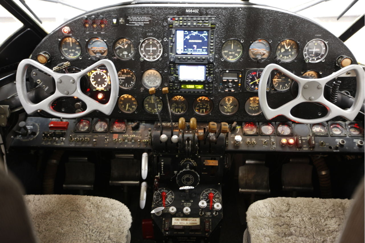 "The ""dashboard"" does not have the wood veneer of a Rolls-Royce but it manages to look rather impressive without. (Picture courtesy Trade-A-Plane)."
