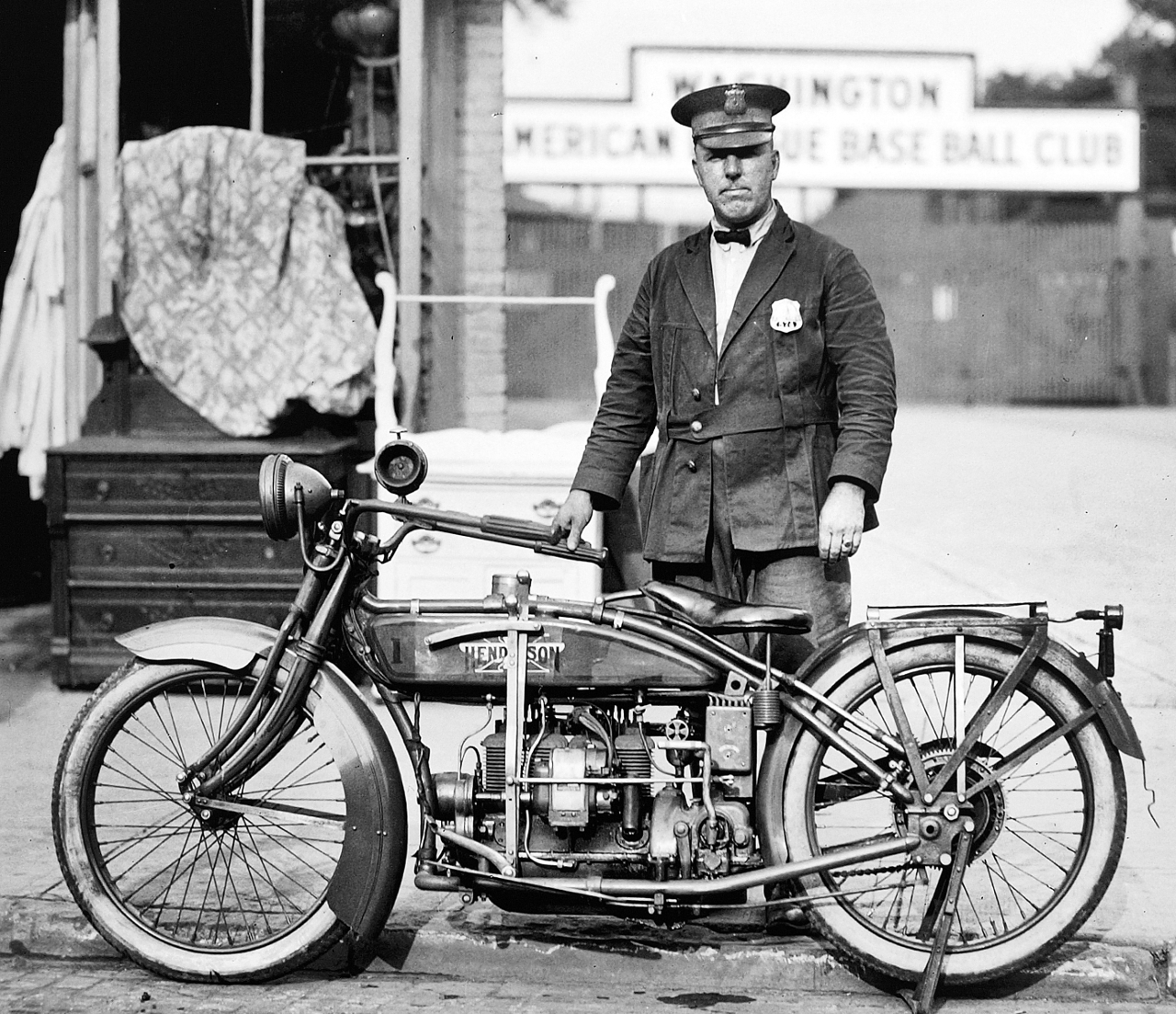 1922 picture of a Washington DC police officer with his straight four Henderson. (Picture courtesy motorcycle.com).