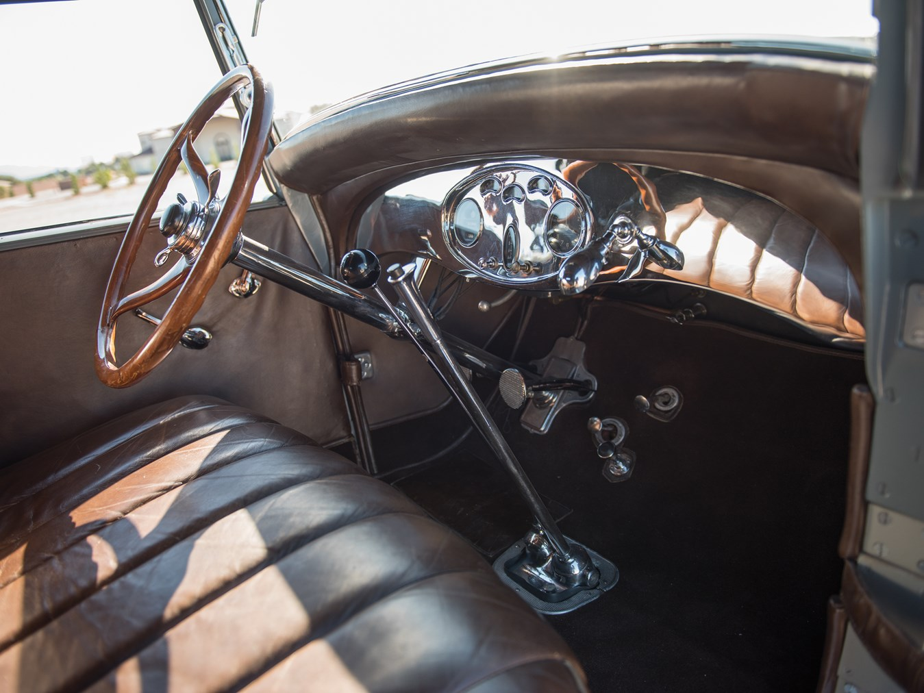 The Lincoln interior is of best quality but very similar in design to the Ford V-8.
