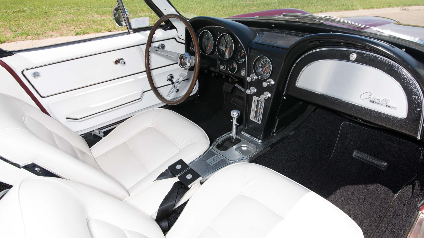 The interior of the Corvette was purposeful and practical. Instruments are directly in the driver's line of sight and are simple, large and clear.