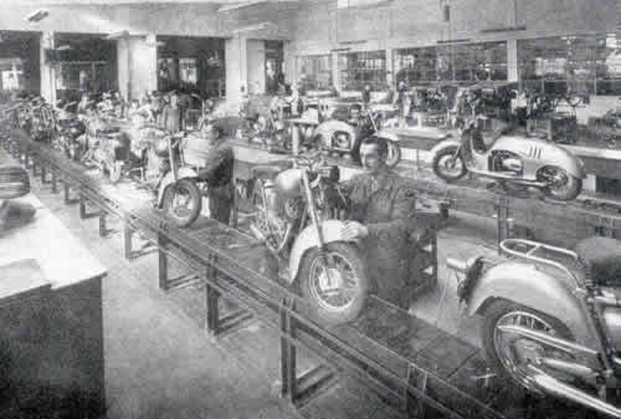 The post war Iso motorcycle and scooter production line. (Picture courtesy scuderiaghezzi.com).