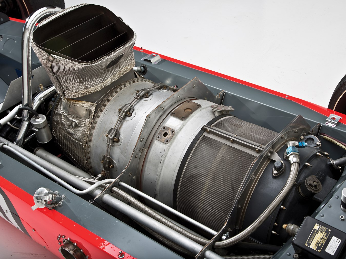 For the Lotus 1968 car the gas turbine was mounted behind the driver just like the petrol engine of a Formula 1 car.