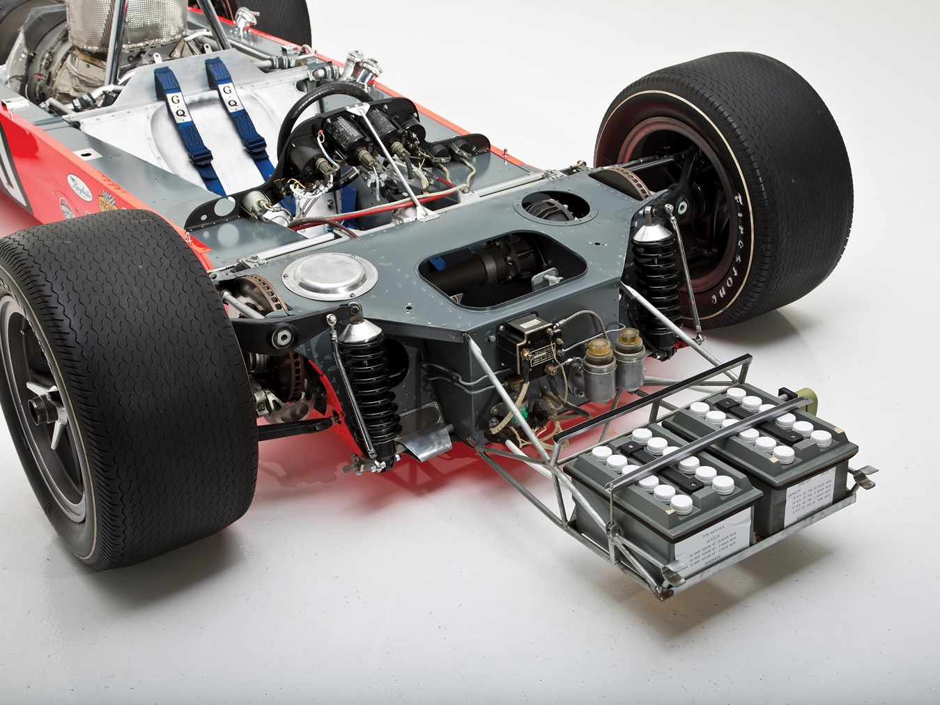 Whereas the 1967 car had used a backbone chassis with the turbine fitted on one side and the driver's compartment on the other the Lotus 56 used a chassis that wrapped around the driver and engine. Disc brakes are inboard front and rear.