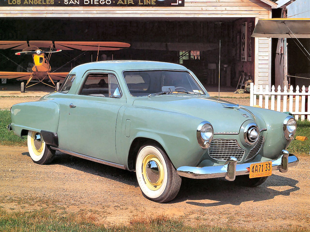 Designed by renowned American industrial designer Raymond Loewy the Studebaker Starlight had a front end reminiscent of the streamliner trains Loewy also designed.