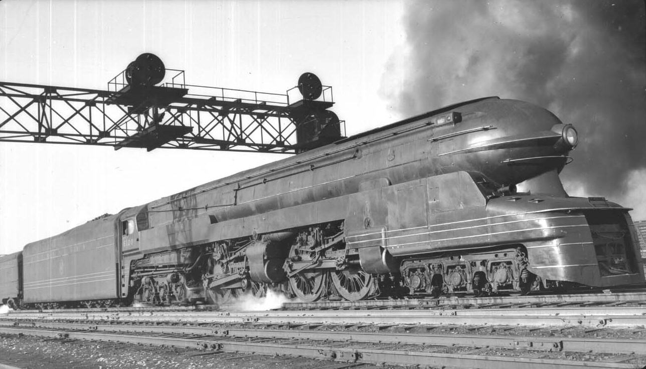 The duplex locomotive Raymond Loewy designed for the Pennsylvania Railroad. The influence on the design of nose of the Studebaker Starlight is apparent. (Picture courtesy streamlinermemories.info).