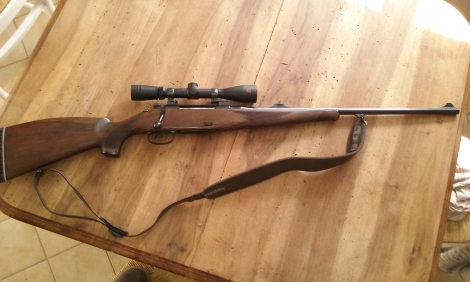 The standard sporting stock of the Mauser 77 was both pretty and pretty comfortable. (Picture courtesy naturabuy.fr).