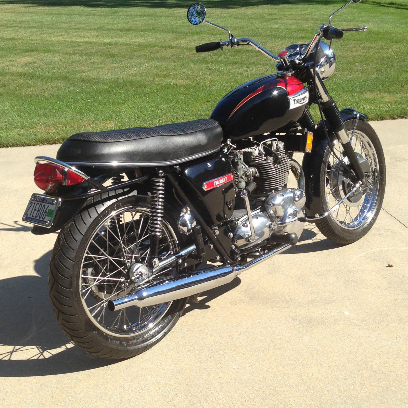 Once the Ogle styling was done away with and replaced with traditional styling the Trident became a desirable looking bike. (Picture courtesy eBay).