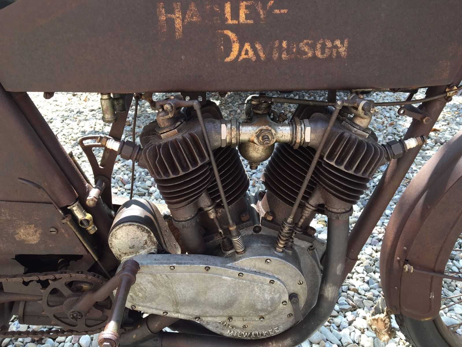 In 1911 the improved 811cc Harley-Davidson V twin was introduced. This is the engine of the bike in our pictures.