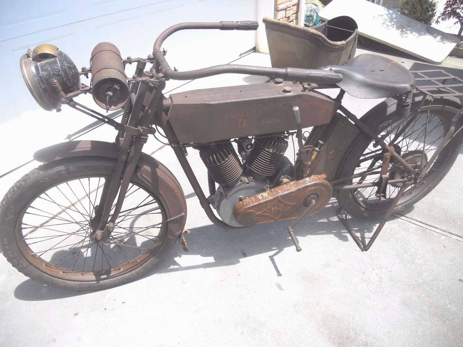 This 1913 Harley-Davidson V twin would be typical of police, army and civilian Harleys of the period.