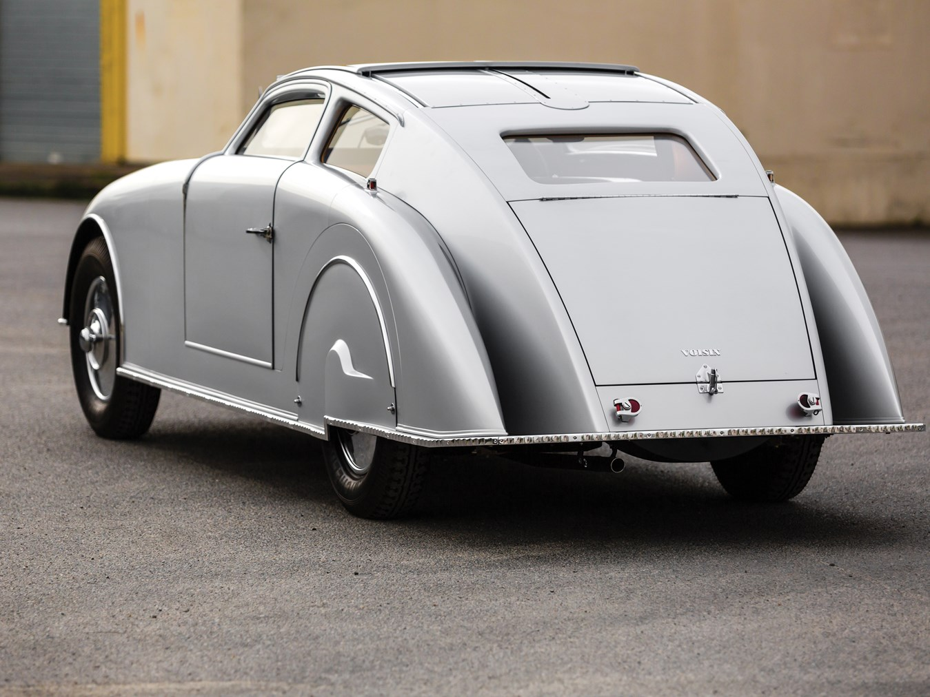 """The """"art deco"""" aerodynamic lines of the C28 Aérosport are startling yet the whole effect of the car just looks right."""