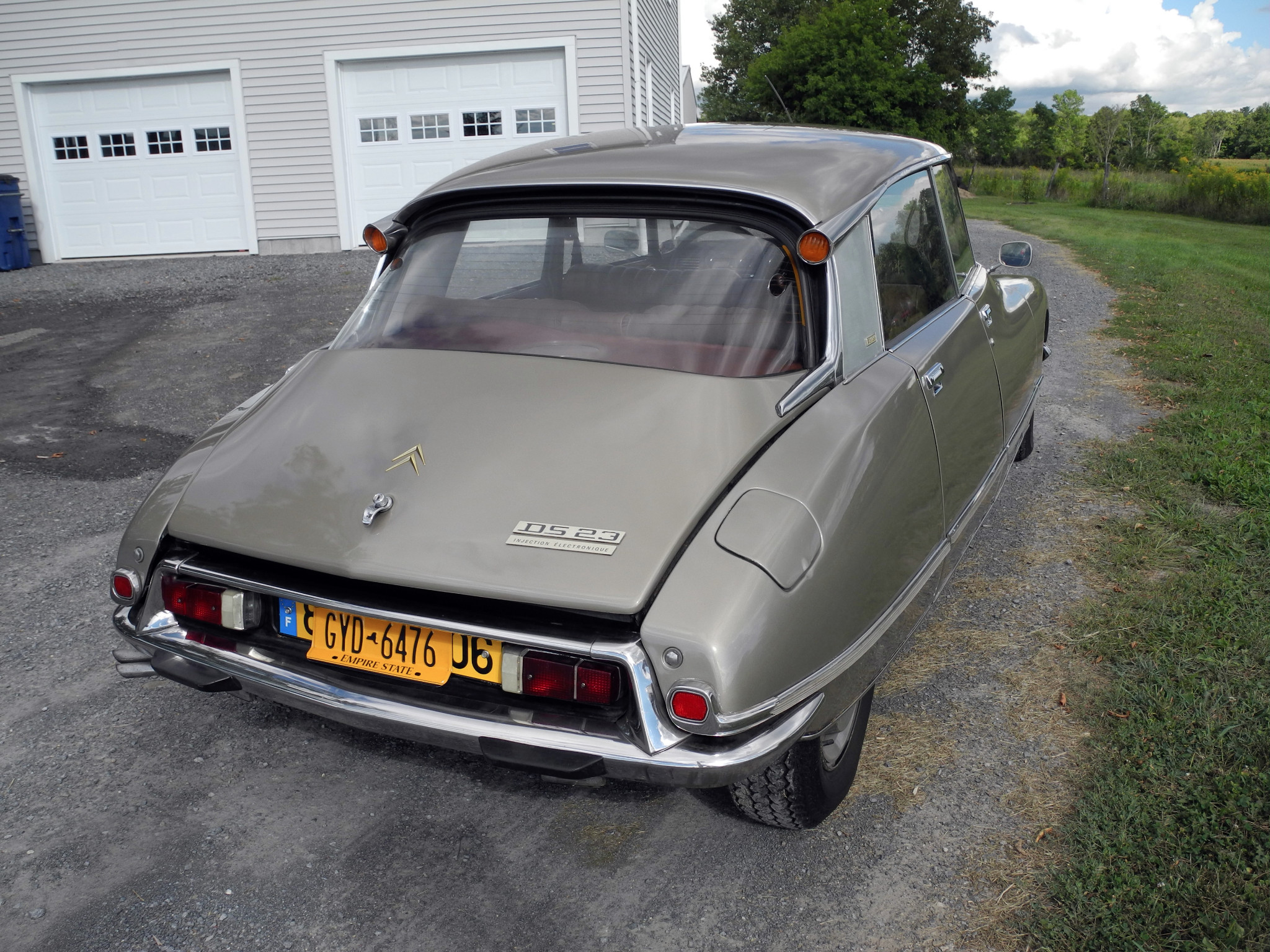 The Citroën DS pioneered high level brake lights and disc brakes before most manufacturers.