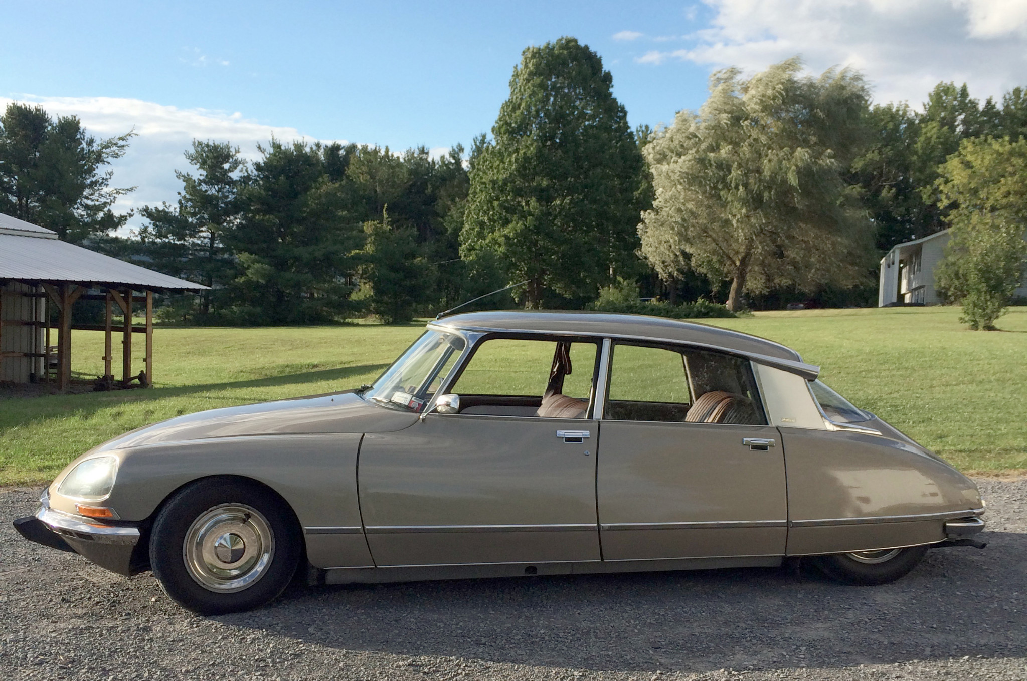 The first thing that strikes you when you look at a Citroën DS is the attention to the aerodynamics.