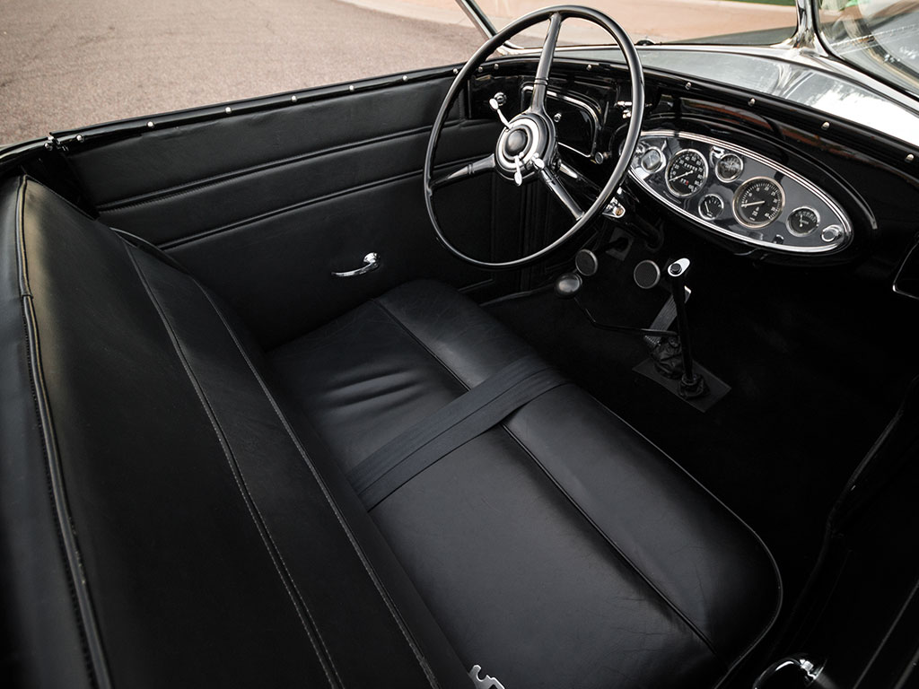 The interior of the Lincoln KB produces an atmosphere of restrained opulence.