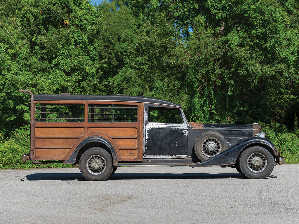 This Packard Super Eight hunting car is long, sleek and dripping with character.