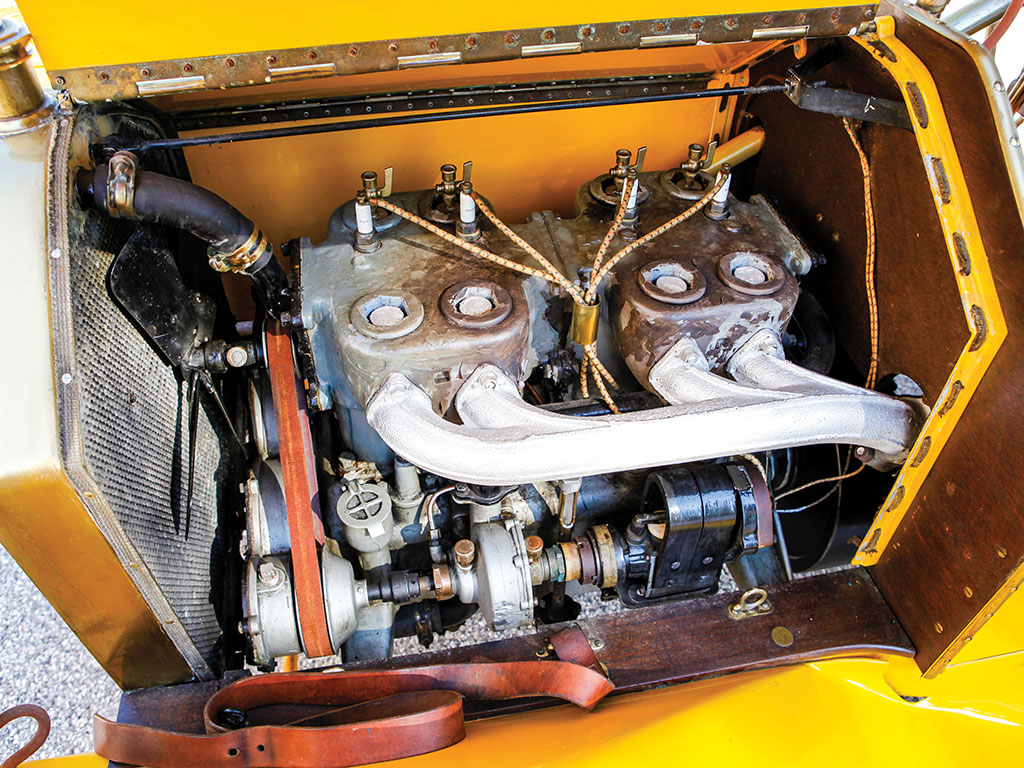 This 1910 Pullman Model O Roadster is fitted with the 40 hp, 255.3 cu. in. T-head inline four-cylinder engine.