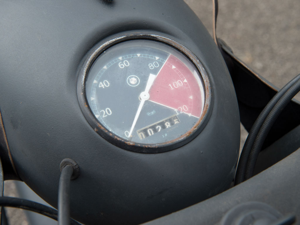 The speedometer of the R75 is made to ensure the rider does not exceed the Army's speed limits set on these motorcycles.